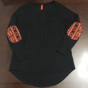 Boutique Fashionomics black sweater